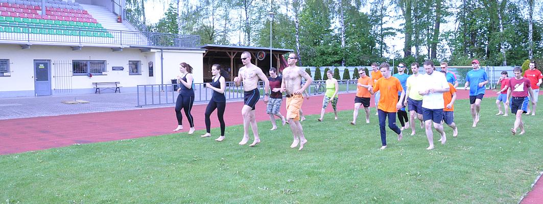 Celé-cvičební-bloky-probíhaly-také-na-sportovním-stadiónu-jako-na-obrázku-běžecká-abeceda
